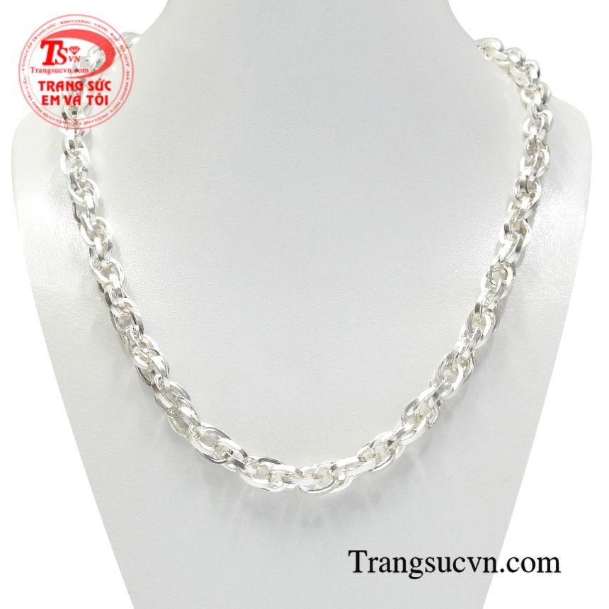 Dây chuyền bạc phong cách độc đáođược những người thợ chế tác hoàn kim làm một cách tỉ mỉ và cẩn thận.